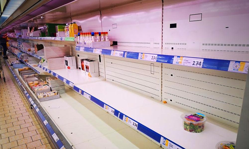 A karantén és a fertőzés hírére megrohanták a boltokat az emberek, magyarok is vannak az érintett területen