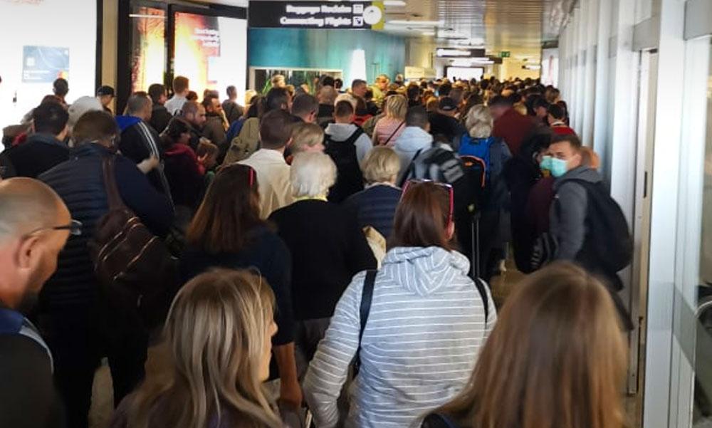 A koronavírus miatt szívott a repülőtéren egy magyar politikus