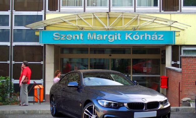 Luxusautókat bérelt a Szent Margit igazgatója, miközben nem volt pénz a kórtermek festésére