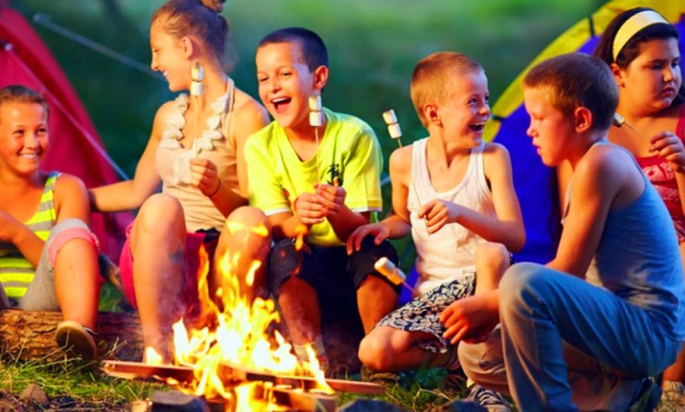 Június közepétől megtarthatók az ottalvós gyermektáborok is