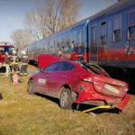 Elsodorta a vonat a Diego áruházlánc autóját