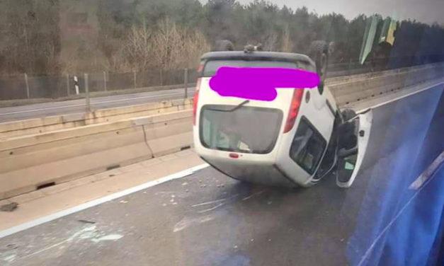 Felborult egy autó az M3-ason, a Ferihegyi úton is baleset van
