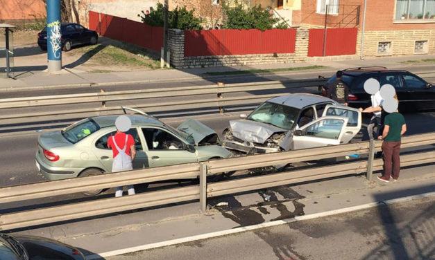 Három autó ütközött össze a Ferihegyi repülőtérre tartó úton