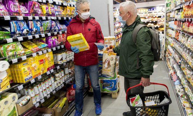 A boltosok felelősége lesz a járványügyi szabályok betartatása, aki megszegi a szabályokat, egy évre is bezárhatják az üzletét