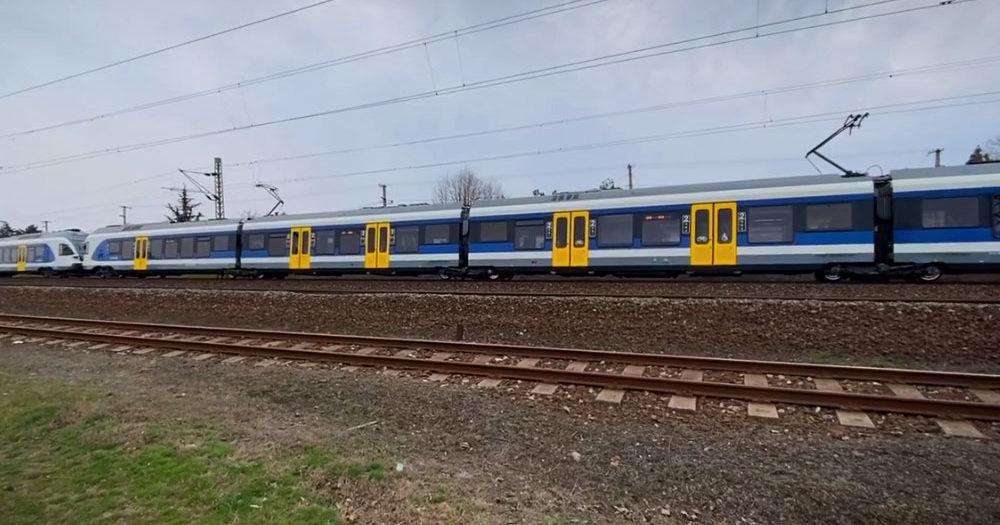 Halálra gázolt egy embert a vonat Dunakeszi és Göd között, késnek a vonatok