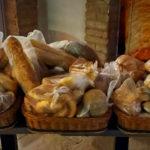 Pozitív példa: árcsökkentés Monoron, ingyen kenyér Gödön és Dunaharasztin