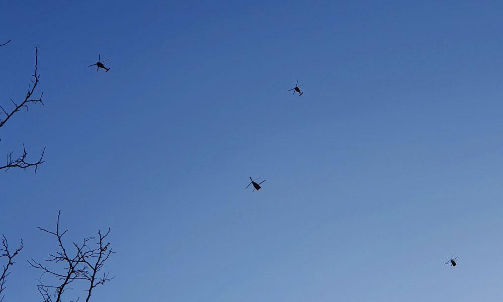Dübörgő harci helikopter konvoj repült át az agglomeráció felett