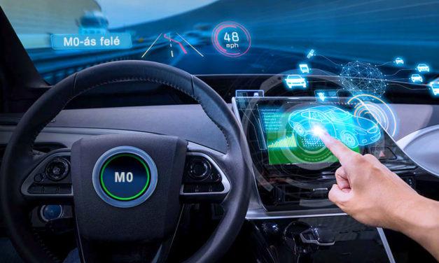 Jönnek az elektromos autók, jönnek az új logók az agglomeráció útjaira is