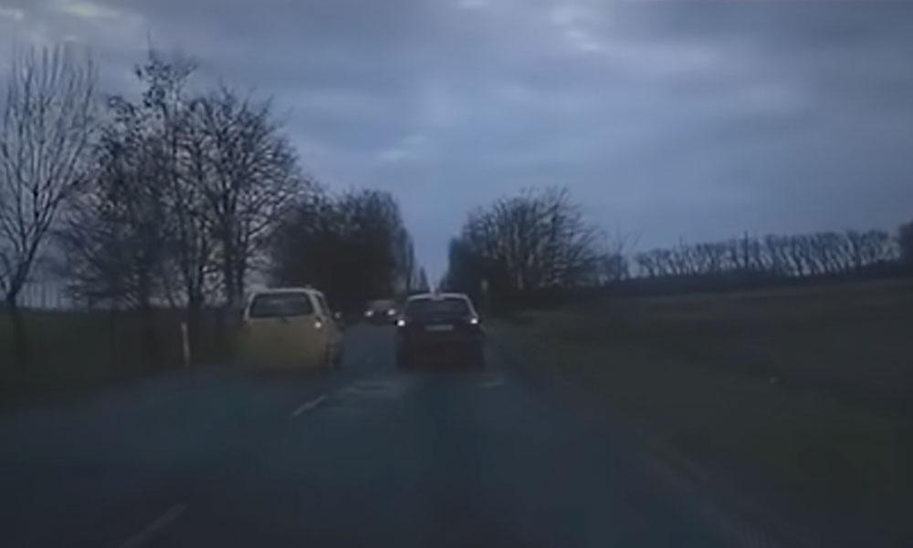 Az idióta autós előzött az 51-esen és az sem számított, hogy szembe jönnek vele
