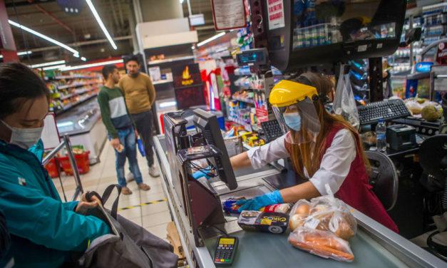 Balhé a boltban: Verekedni kezdett egy férfi, mert nem szolgálták ki a nyugdíjasok idősávjában