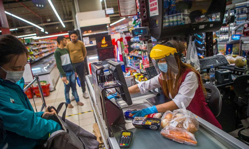 Szigorú döntés: Bezárattak egy CBA-t, mert rosszul hordták a dolgozók a maszkot