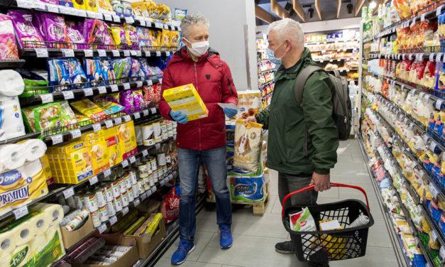 Újra bevezették az idősek vásárlási sávját, hétköznap 9 és 11 között a 65 év alattiakat kitiltották a boltokból