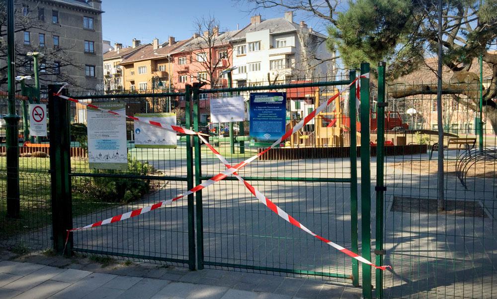 Már nem kötelező maszkot viselni a budapesti játszótereken