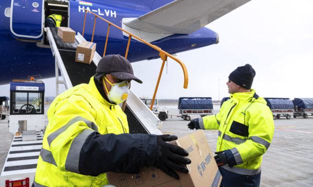 Védőfelszerelésekkel megrakott 5 repülőgép landolt Ferihegyen