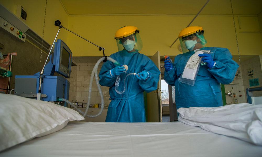 3753 koronavírusos beteget kezelnek kórházban, 65 fertőzött halt meg az elmúlt napon