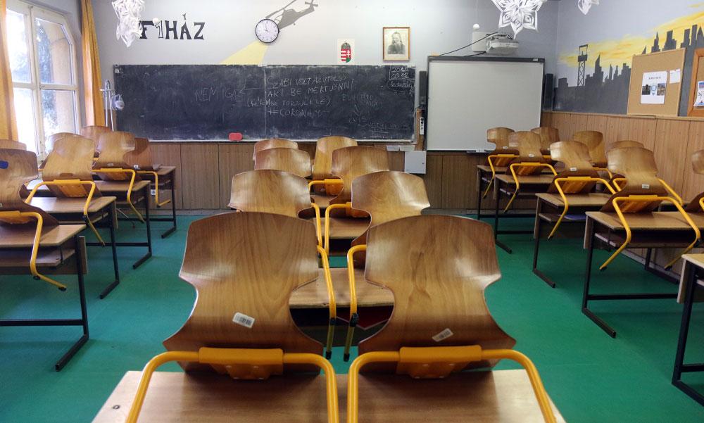 Már több mint egy tucat iskolában kellett átállni a digitális oktatásra a koronavírus miatt
