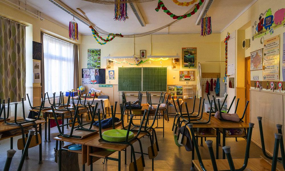 Gulyás Gergely szerint fontos, hogy az iskolák nyitva maradjanak, miközben egyre több pedagógus kapja el a koronavírust