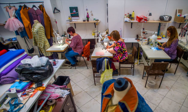 Nagy a baj a köztársasági elnök felesége szerint, közben maszkokat gyártanak az Operában és Nagykovácsiban