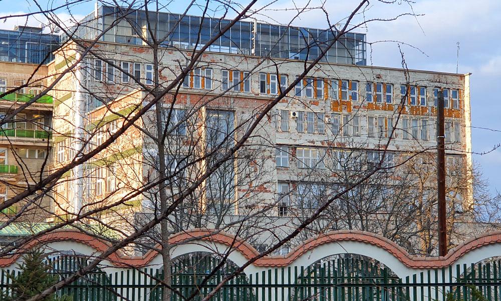 Vállalhatatlan állapotban van a Kútvölgyi – mondta Fürjes Balázs és szerzett a kormánytól 11 milliárdot a felújítására
