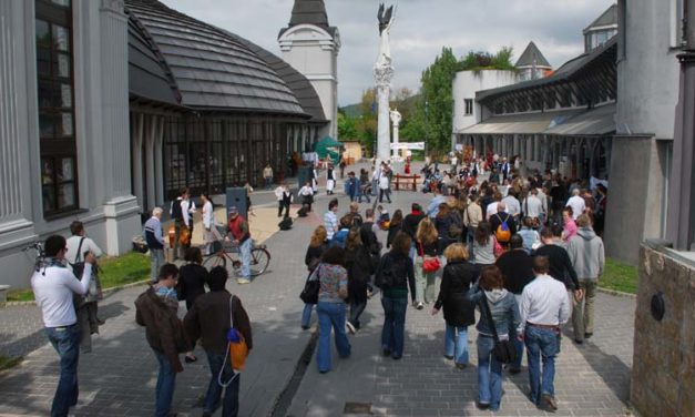 A Magyar Rádió egykori épületeibe költözik Piliscsabáról a Pázmány