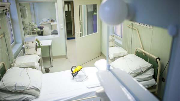 Nincs pénze izolációs betegszállító ágyra és defibrillátorra a Jahn Ferenc járványkórháznak: a főigazgató az önkormányzat segítségét kéri