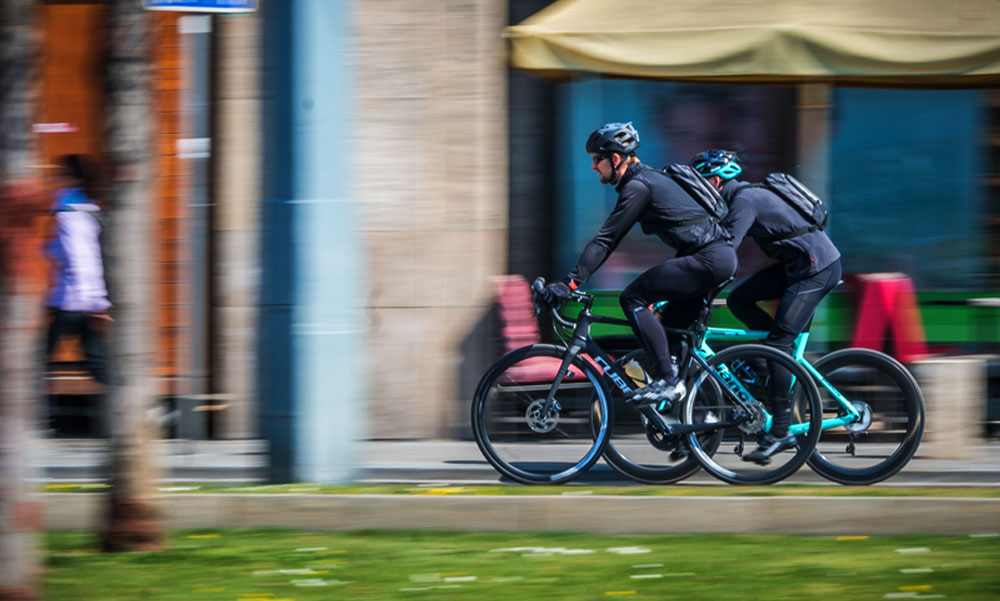 A Tétényi úton is elkezdődött az ideiglenes kerékpársávok kialakítása