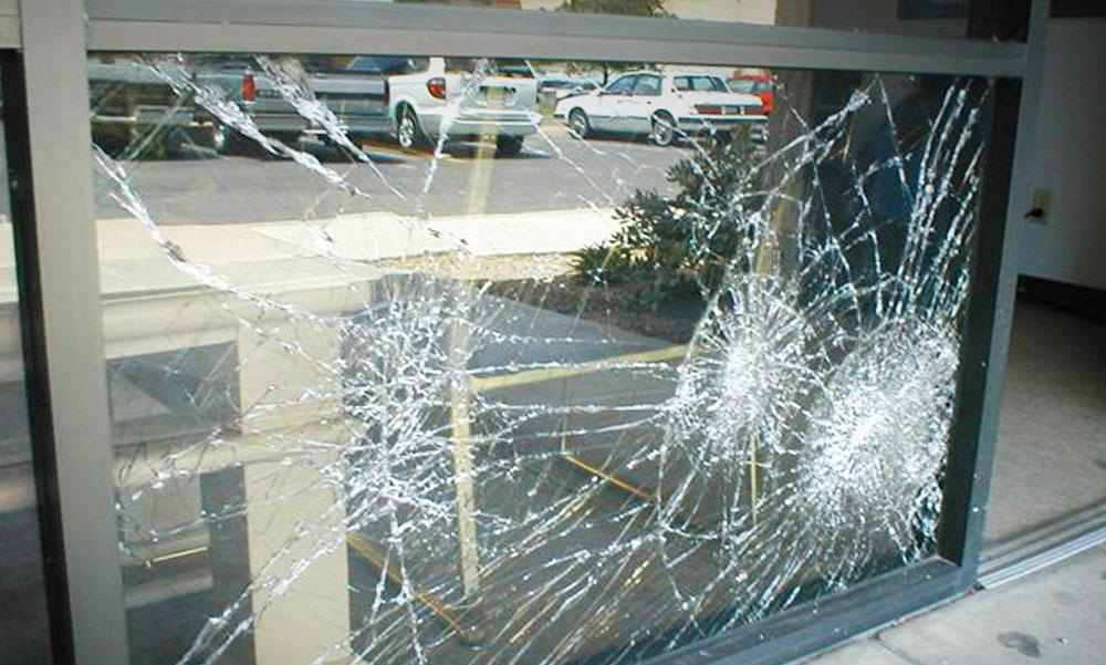 Használjon üvegfóliát a betörők és a napsugárzás ellen, de az autó is szebb lehet tőle