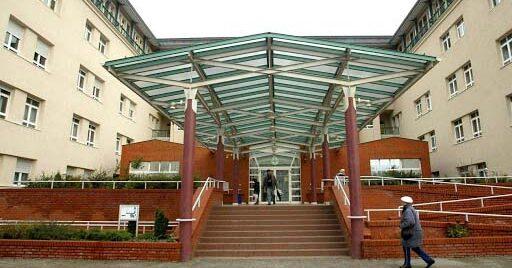 Munkaerőhiány miatt leállt a Szent Imre Kórház kardiológiai szubintenzív osztálya, a betegeket 3 másik fővárosi kórházba irányítják
