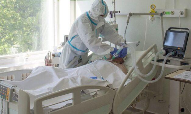 Soha ennyien nem voltak még lélegeztetőgépen, újabb 220 áldozatot követelt a koronavírus itthon