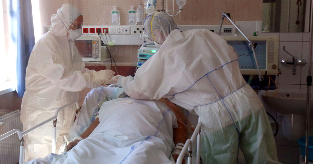 Újabb 302 áldozatot követelt itthon a koronavírus, közel 1500-an vannak lélegeztetőgépen