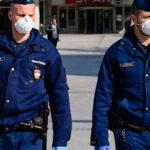 A rendőröknek, katonáknak, pedagógusoknak és a kormányhivatalok dolgozóinak kötelező lesz a koronavírus elleni védőoltás felvétele