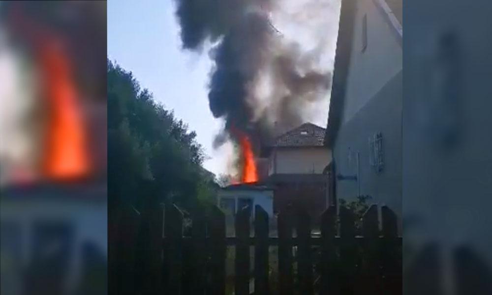 Óriási lángok csaptak fel Gyálon, két épület ég, sérült is van