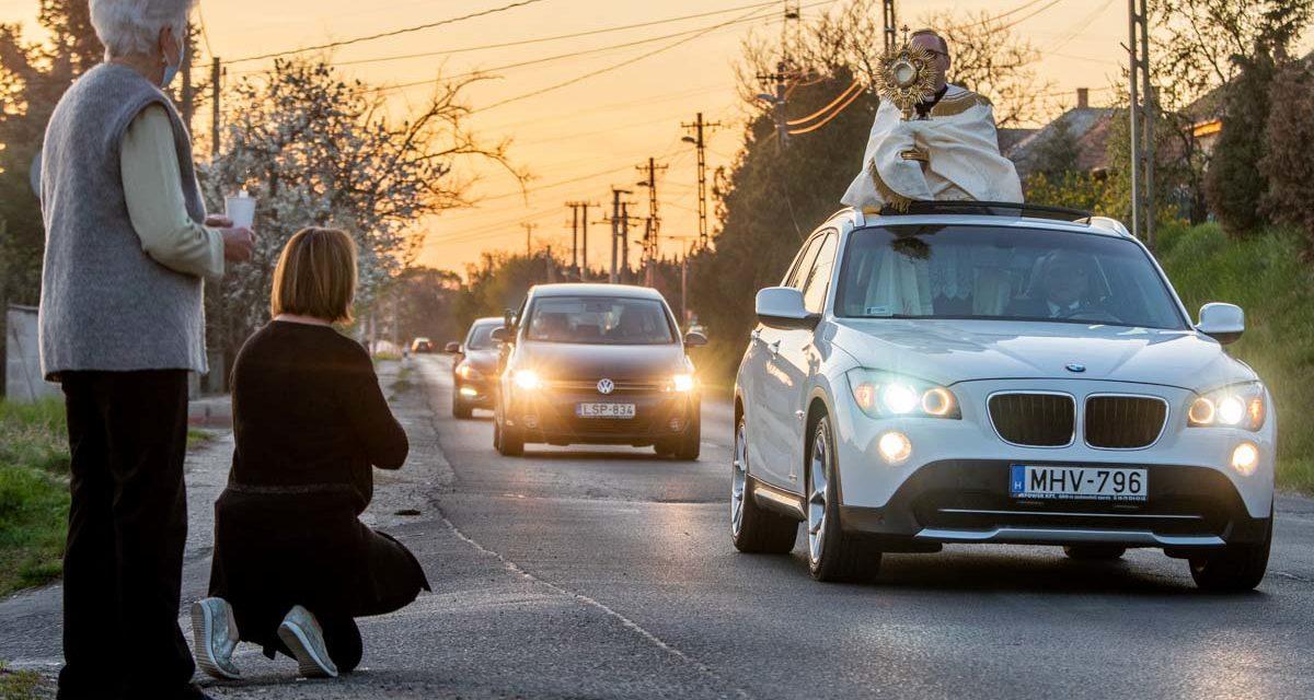 A legvagányabb plébánosok autóval vitték az áldást az agglomerációban