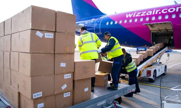 Újabb védőeszközökkel megpakolt Wizz Air gépek landoltak Ferihegyen