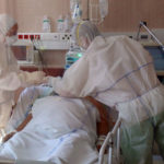 Meghalt egy 30 éves koronavírusos férfi, 937 új fertőzöttet azonosítottak, halálos elegy a koronavírus és az influenza együtt