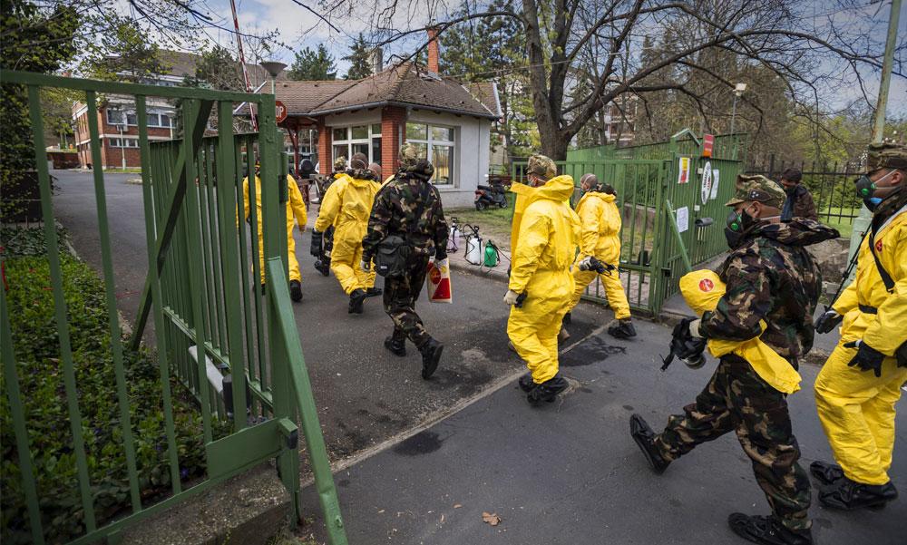 Betört a koronavírus egy újabb idősotthonba, kórházba vitték a Baross utcai otthon lakóit