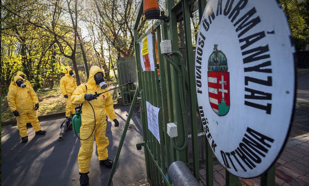 """""""Teszteljenek mindenkit az idősotthonokban"""" – ezt kéri 42 polgármester Orbán Viktortól"""