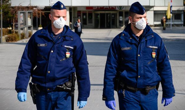 A MÁV és a Volán járatain a rendőrség ellenőrzi a maszkviselést: aki nem takarja el az arcát, azt leszállítják