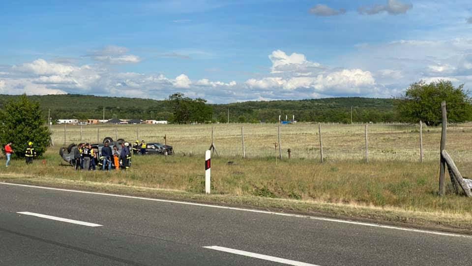 Baleset az M3-ason, de máshol is teljesen beállt a forgalom