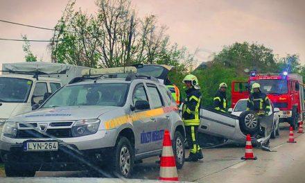 Súlyos baleset történt a pátyi halálkanyarban