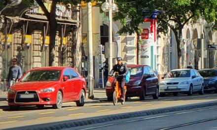Az ingyenes parkolás miatt szinte elviselhetetlen lett a helyzet Budapesten – állítják a környezetvédők