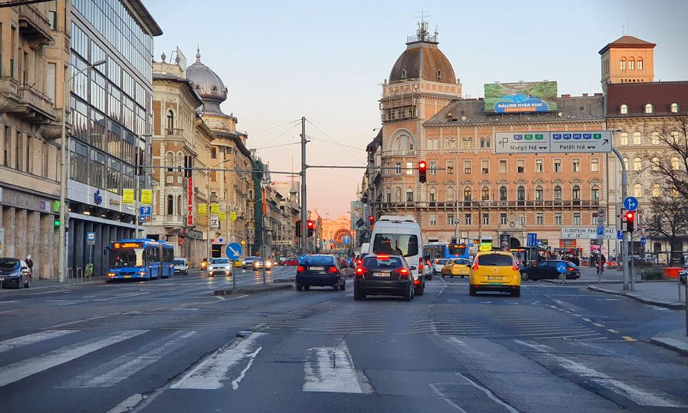 A budapesti és az agglomeráió lakói nem mehetnek vidékre, de a vidékiek jöhetnek ide