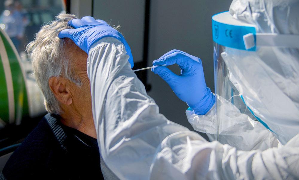 3149 új fertőzöttet azonosítottak, jelentősen emelkedik a súlyos állapotban lévők száma: Szlávik doktorék még nem látják a járvány végét