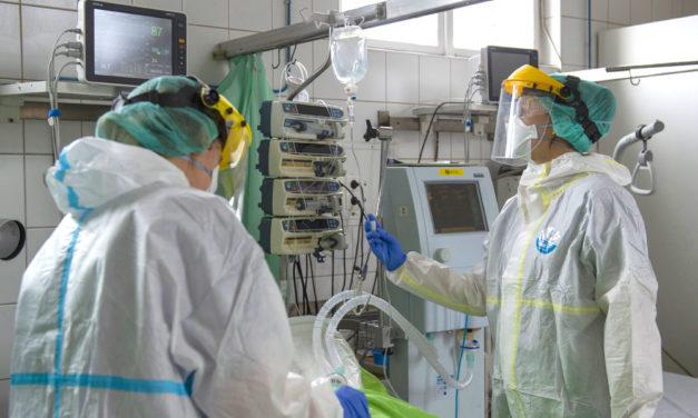 Működésképtelenség szélére került az Uzsoki kórház intenzív ellátása: a dolgozók felét átirányították a járványkórházakba