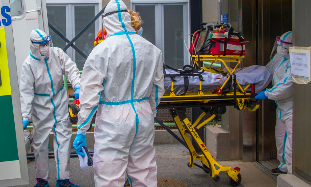 Koronavírus: 165-en haltak meg egy nap alatt, Szlávik János szerint még negatív teszttel sem biztonságos a közös családi vacsora