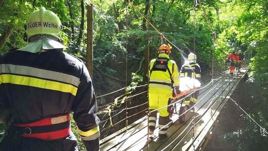 Balesetet szenvedett egy túrázó a Pilisben, mentőcsapatok hozták le