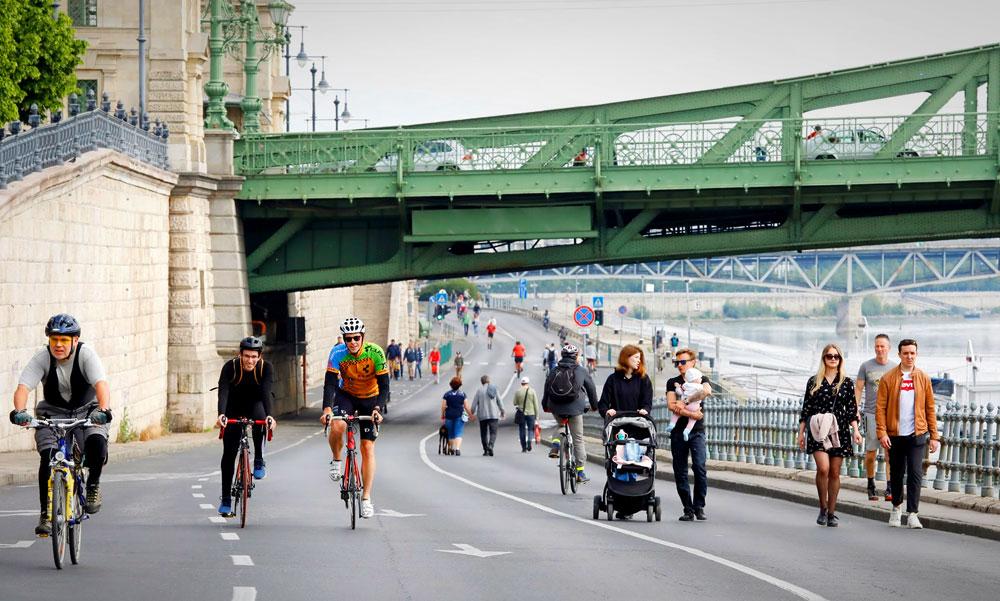Minden hétvégén lezárják az autósok elől a pesti rakpartot és a bringások, gyalogosok kedvükre élvezhetik a Duna-partot