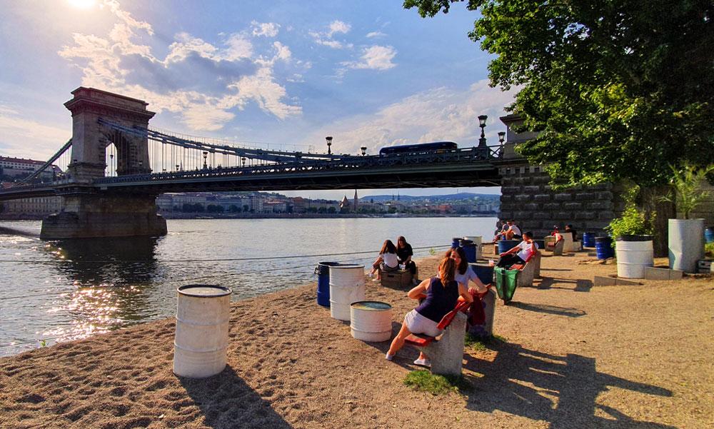 Érkezik a nyár Budapestre és környékére, sok napsütés várható, a hétvégén már hőség lesz