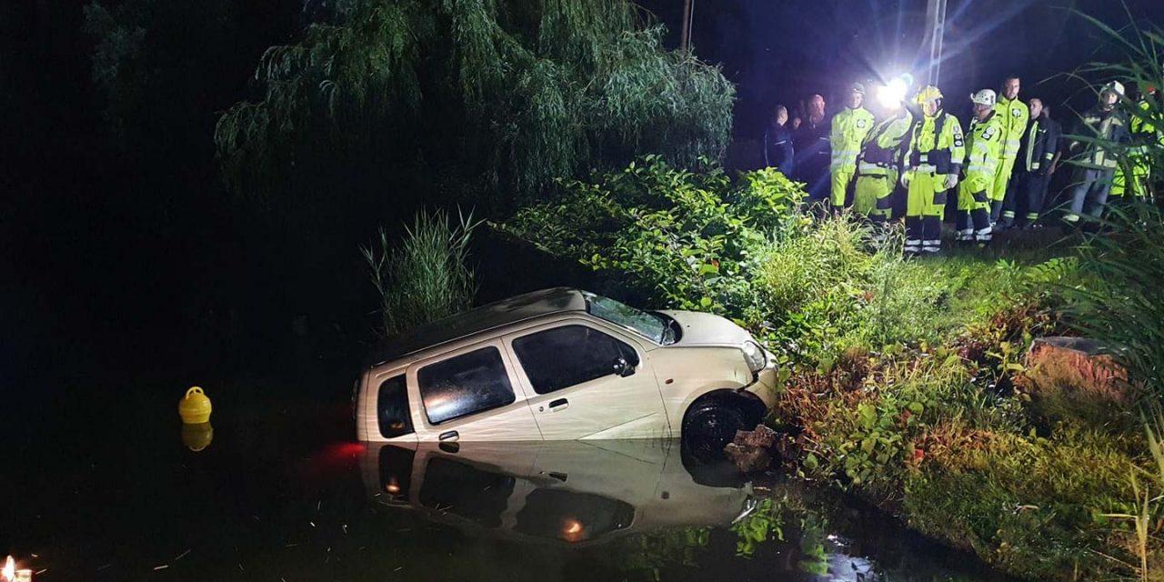 Kihúzták a Dunából azt az autót, amellyel a vízbe hajtott egy férfi Dömsödnél