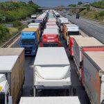 Valami nem stimmel az M0-áson a hárosi Duna-híddal, most rengeteg megpakolt teherautót állítanak rá